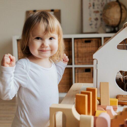 Jak wybrać odpowiednie meble do pokoju dziecka?